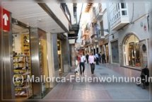 Shopping tour in Palma's Altstadt